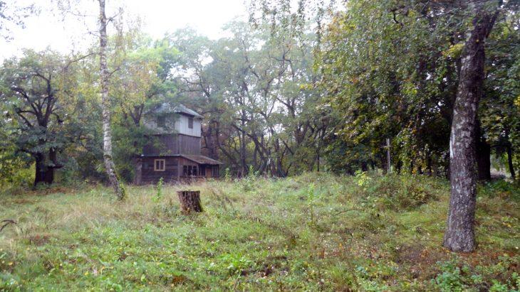 Przykościelna dzwonnica i cmentarz w Kiwatyczach