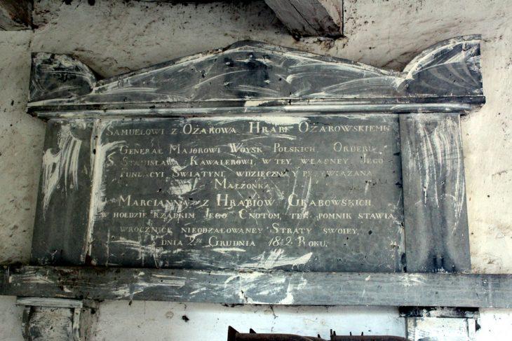 Obecnie w świątyni mieści się magazyn miejscowego kołhozu. A kiedyś spoczywali tu przedstawiciele rodu Grabowkich - cztery sarkofagi oraz sześć krypt. (do dziś zachowały się tylko trzy krypty)