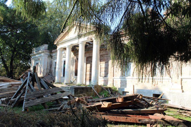 Wieś Hremiacze, bedąc częścią dóbr wółczyńskich, należała do wielu znanych rodów - Sapiehi, Flemingi, Czartoryscy, Poniatowscy, Pusłowscy. W XIX wieku te ziemie przeszły w posiadanie książęcego rodu Puzynów