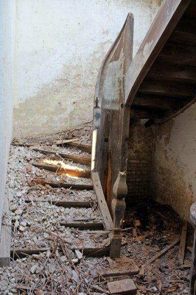 Zachowany został oryginalny układ wnętrz. A uczestnicy wyprawy odważyli się nawet wejść drewnianymi schodami wiodącymi na mansardę