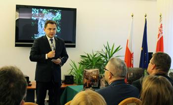 Ambasador RP na Białorusi  Konrad Pawlik podczas prezentacji w konsulacie Generalnym RP w Brześciu